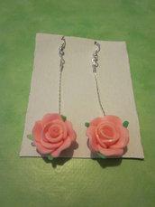 Orecchini pendenti con Rosa in resina/fimo