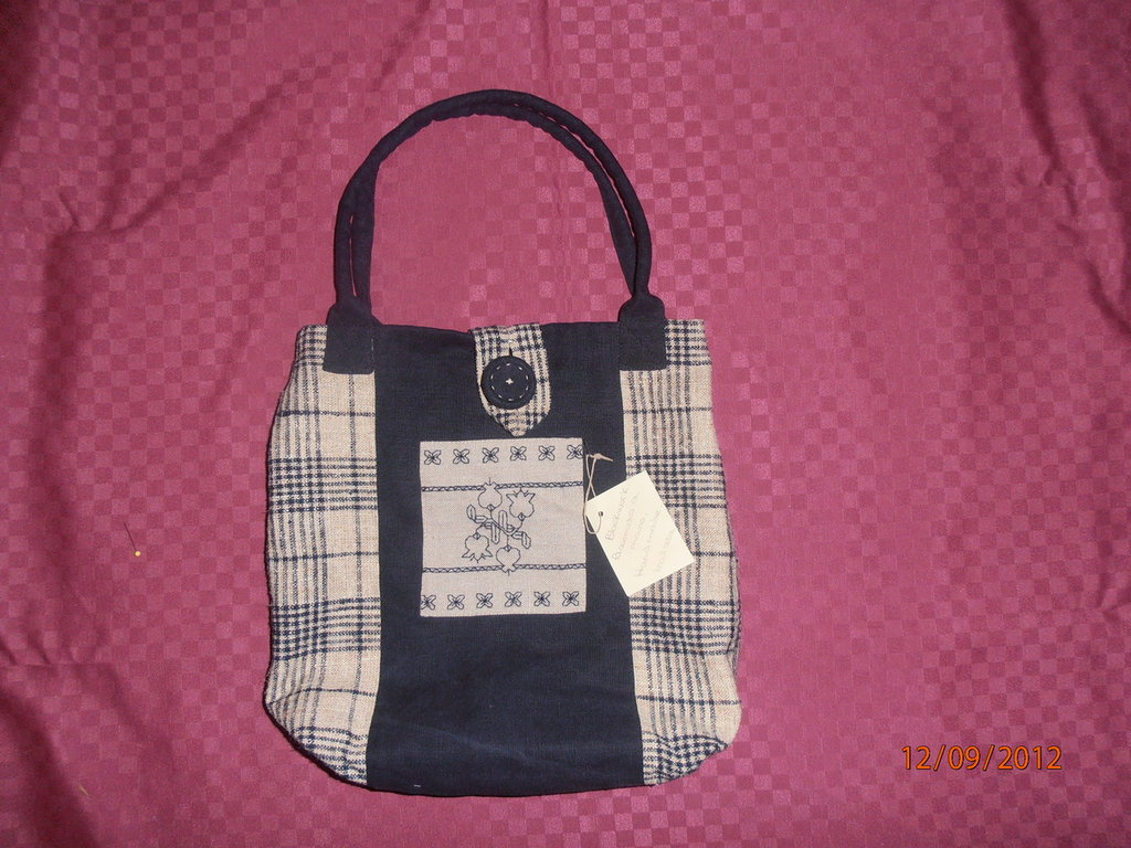 B14 borsa con ricamo blackwork-----handbag with blackwork embroidery