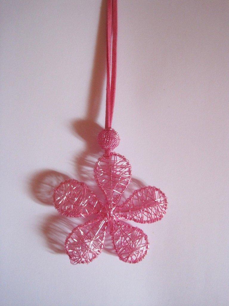 Collana wire fiore rosa