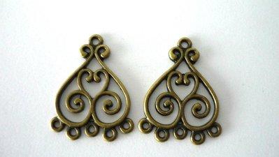 """Chandelier """"Hearts"""", alluminio, color bronzo anticato, 5 asole. Dimensioni: lunghezza 33 mm, larghezza 22,5. Nickel free."""