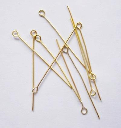 Chiodini occhiello, in metallo dorato. Nickel free. Dimensioni: lunghezza 50 mm, larghezza occhiello 3,5 mm.   Confezione da 50 pezzi 0,75 euro.