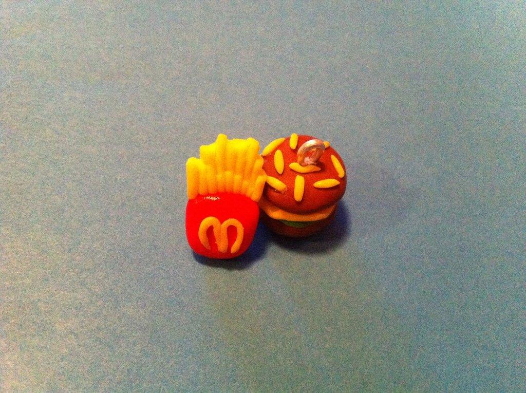 orecchini patatine e hamburger