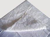 Tovaglia in sfilato siciliano in puro lino, interamente ricamata a mano
