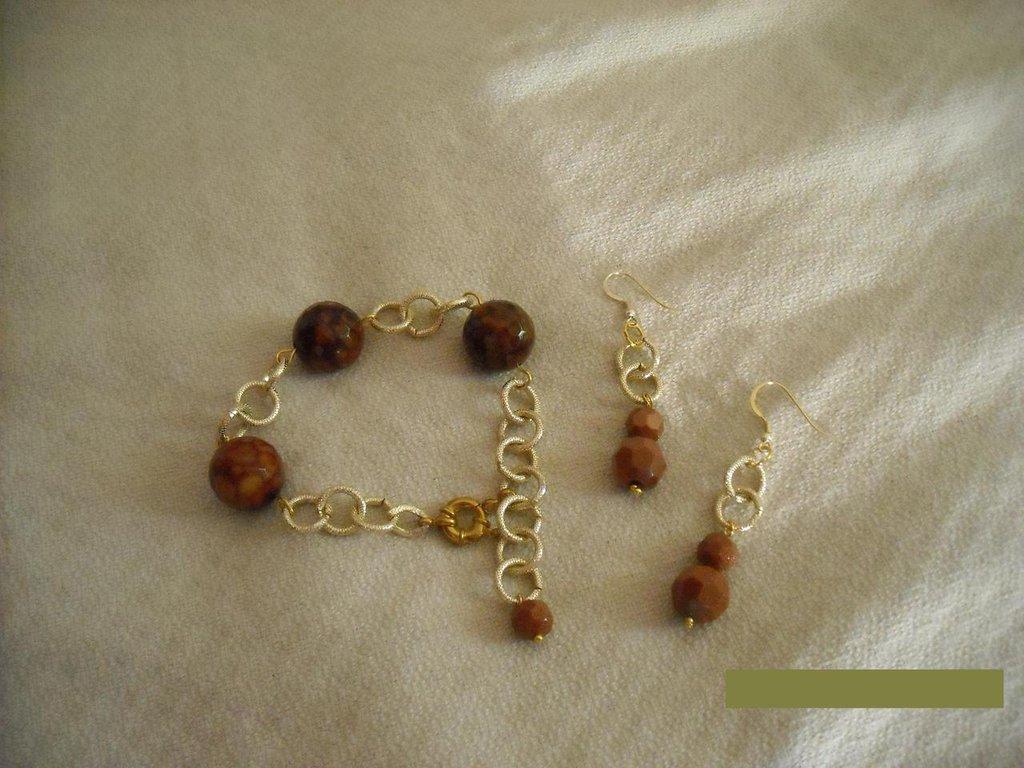 bracciale con pietre e orecchini pietre (www.antobigiotteria.it)