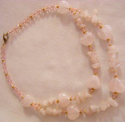 collana girocollo con pietre dure [ quarzo rosa ] e mezzo cristallo