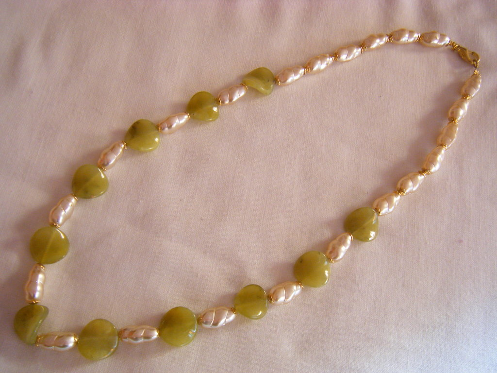 collana lunga con pietre dure [giada ]e vetro