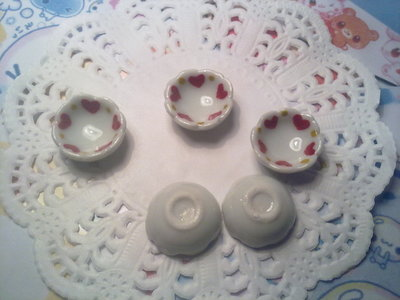 Ciotola in ceramica bianca decorata con cuori