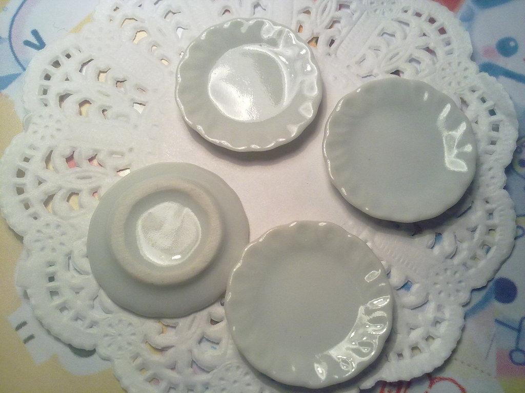 Piatto in ceramica bianca