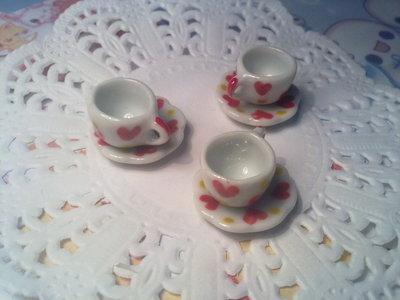 Tazzine da caffè in ceramica bianca con cuori
