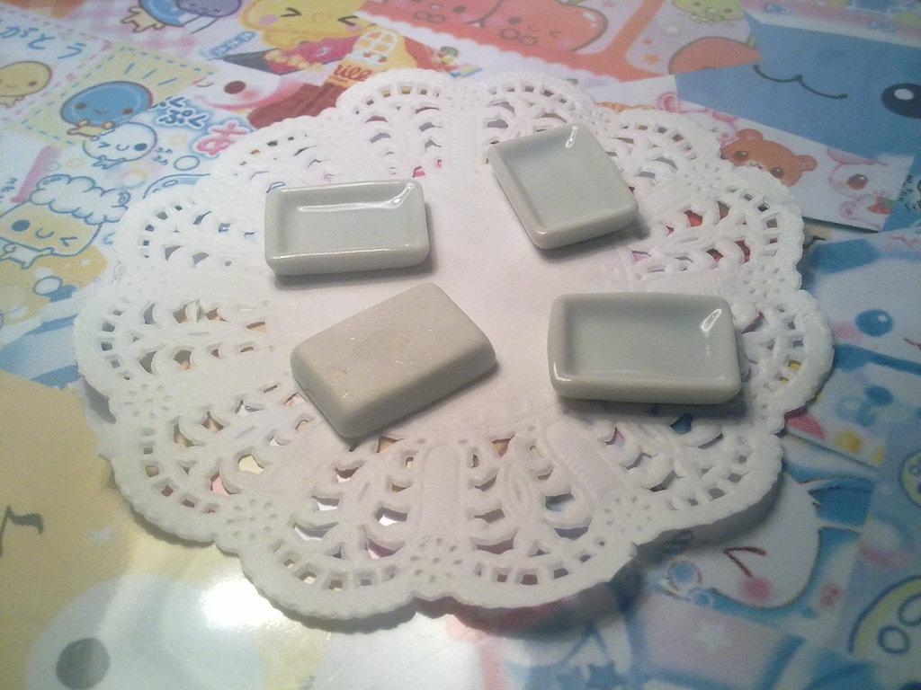 Piattino rettangolare in ceramica
