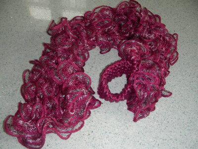 sciarpa rosa con lamè argento e rosa con fiore