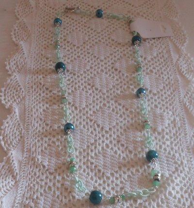 collana con  diverse tonalità di verde