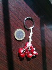 Portachiavi ciliegia macramé o semplicemente accessorio originale