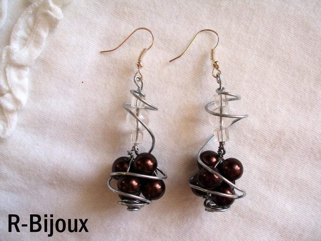 Orecchini wire con perle marroni