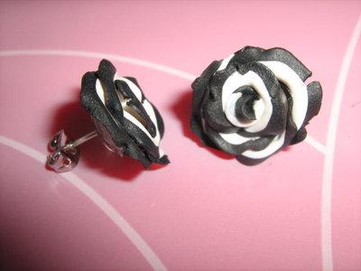 orecchini rose bianche e nere
