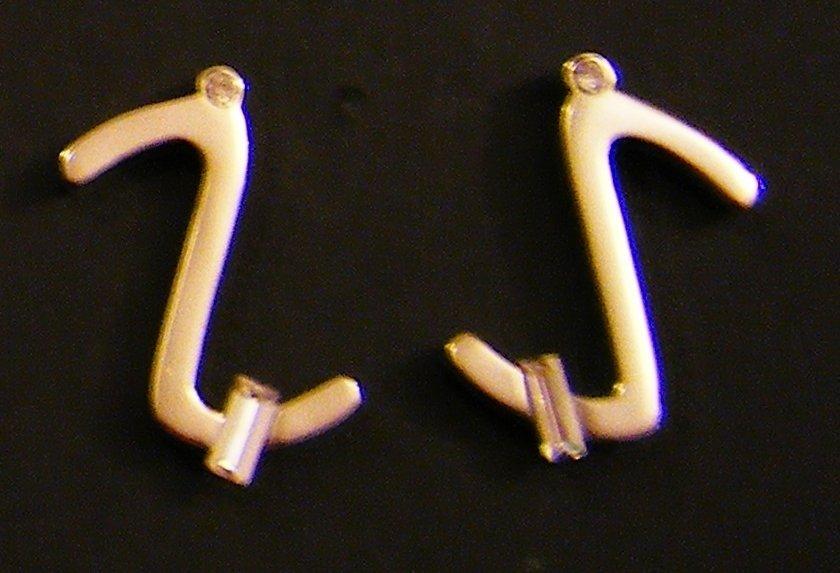 orecchini lettere in metallo anallergico e strass