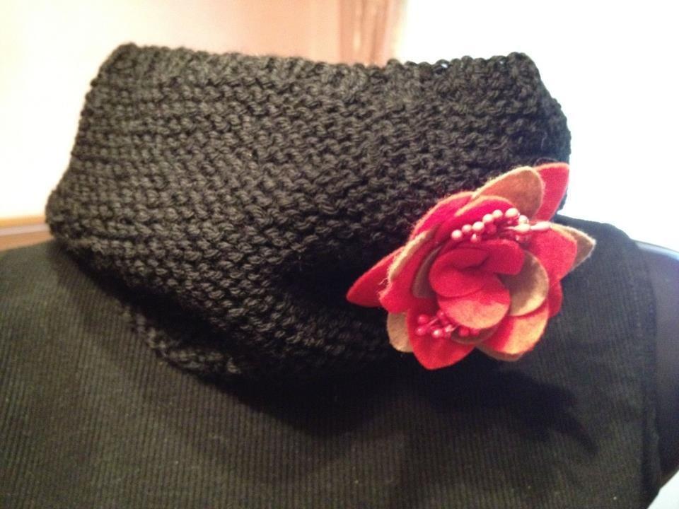 scaldacollo nero  realizzato a maglia