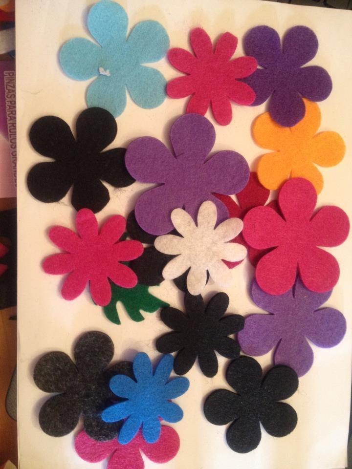 fiori in feltro fustellati