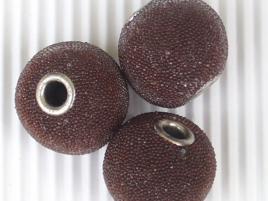 3 maxi perle 20mm marroni rivestite da micro perle vend.