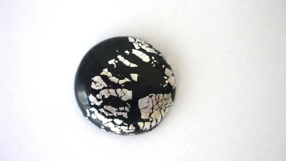 """Cabochon """"DarkMoon"""", realizzato artigianalmente per Perline&Gioielli, in pasta polimerica e foglia argento  Diametro: 25 mm"""
