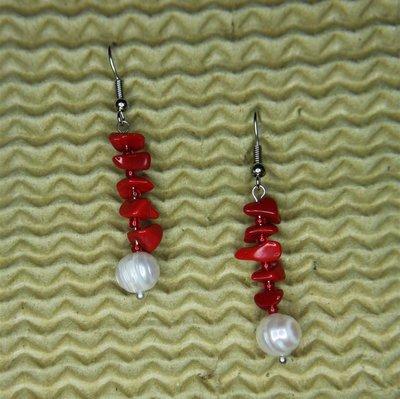 Orecchini rossi con perle naturali