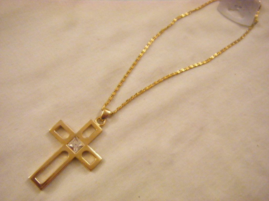 collana con catena e ciondolo croce