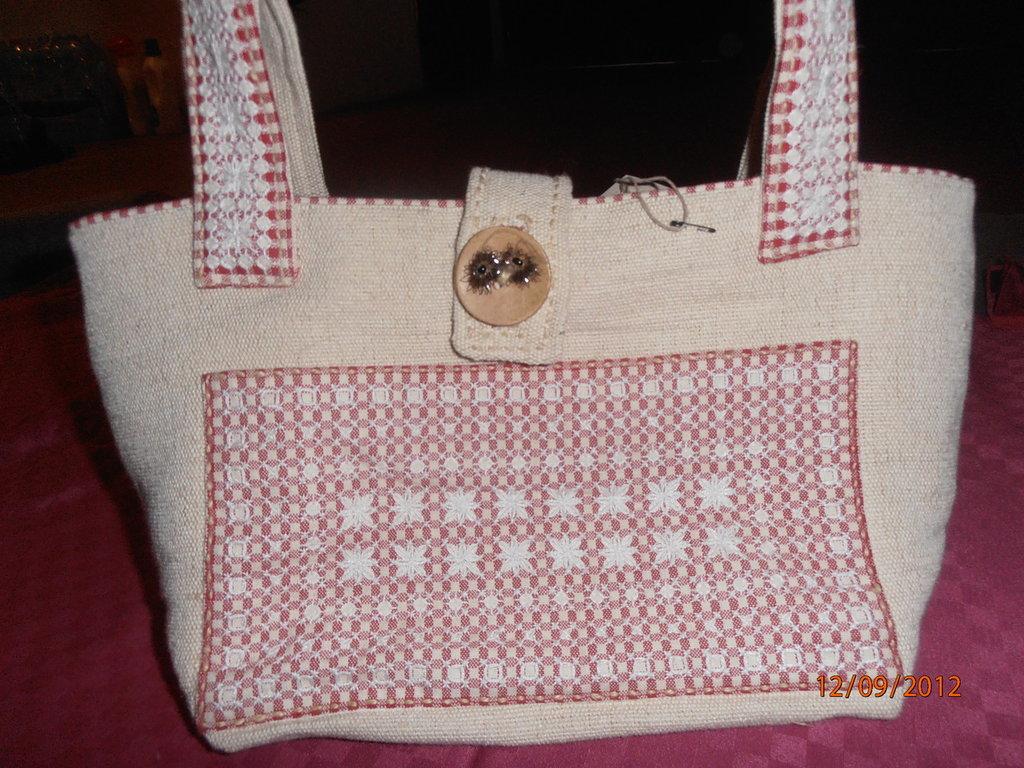 B13 Borsa a spalla con ricamo a punto svizzero-----Swiss embroidery bag