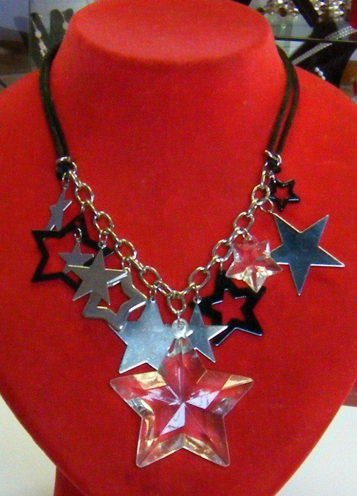 collana con cordini,catena e charms  ,,stelle di natale,,