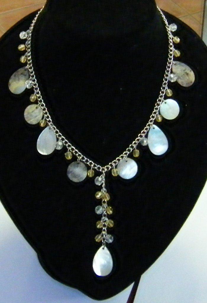 collana con catena e charms di diverse misure