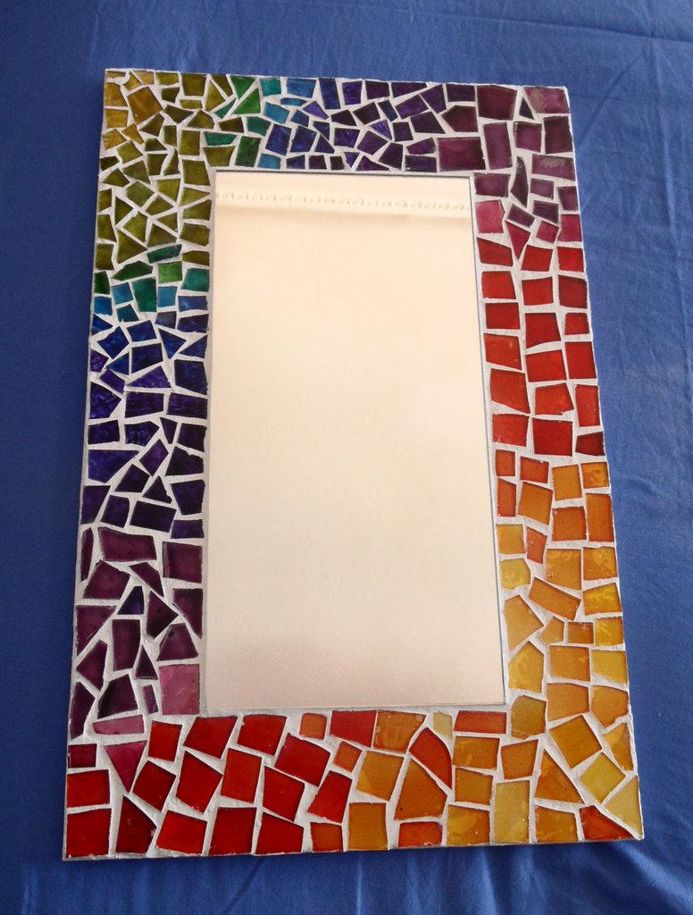 Specchio mosaico di vetro arcobaleno per la casa e per te arr su misshobby - Specchio per te ...