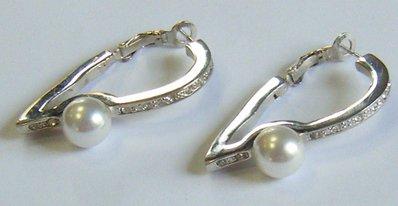 orecchini in metallo con perle e strass