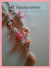 collana rosa con elementi in resina