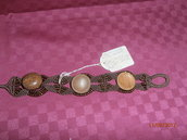 B6 Bracciale marrone macramè con bottoni antichi----Original macramè bracelet with ancient wooden bottons