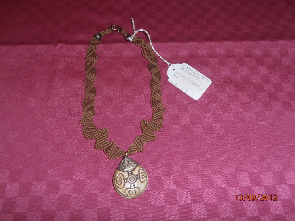 C5/6 Collana originale macramè con corno tibetano----Original macramè brown necklace