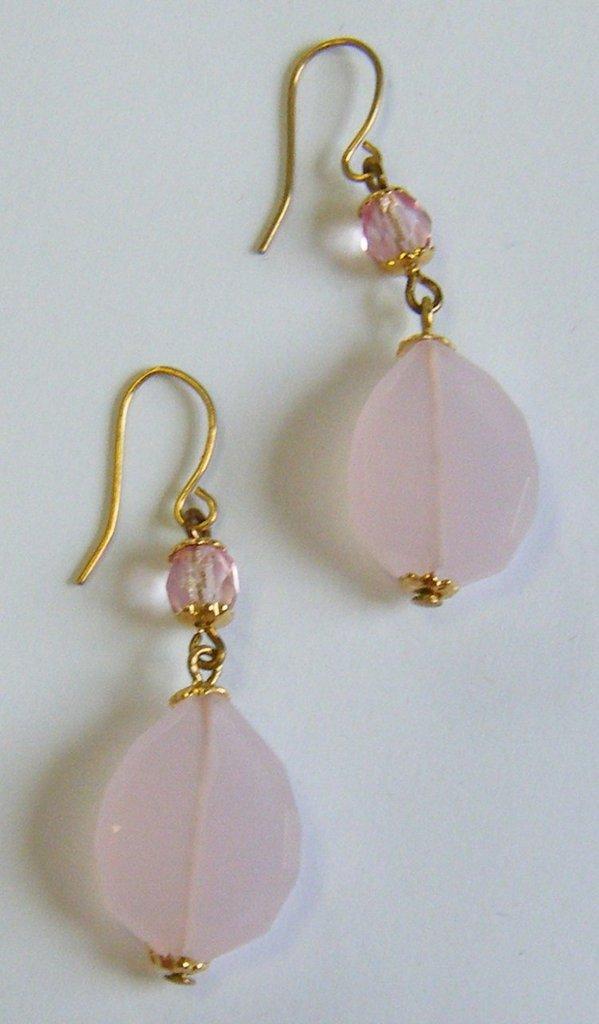 orecchini con quarzo rosa e mezzo cristallo