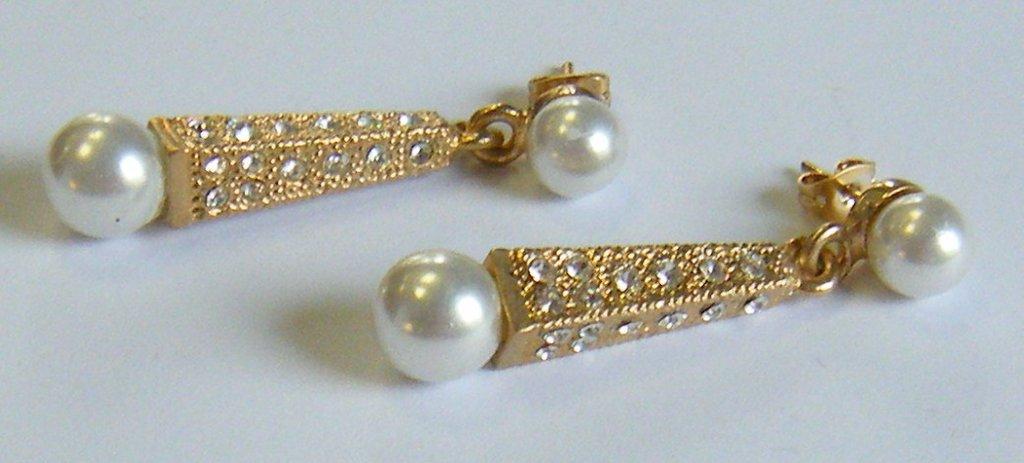 orecchini con metallo,perle e strass