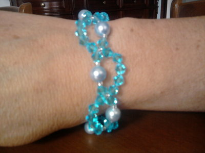 bracciale in swaroski e perle azzurro