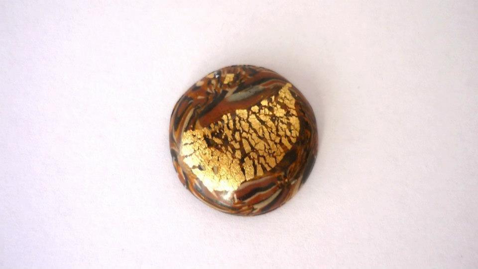"""Cabochon """"Brown fantasy"""", realizzato artigianalmente per Perline&Gioielli, in pasta polimerica e foglia oro."""