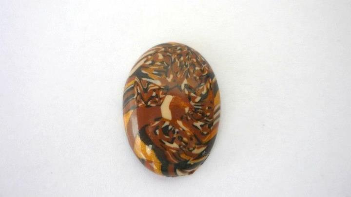 """Cabochon """"Brown fantasy"""", realizzato artigianalmente per Perline&Gioielli, in pasta polimerica e foglia oro.  Dimensioni: 25 x 18 mm."""