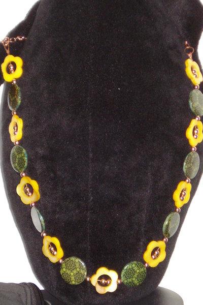 collana madreperla gialla e verde