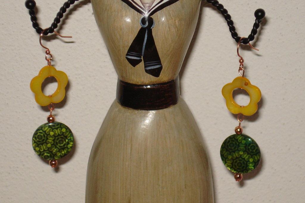 orecchini madreperla gialla e verde