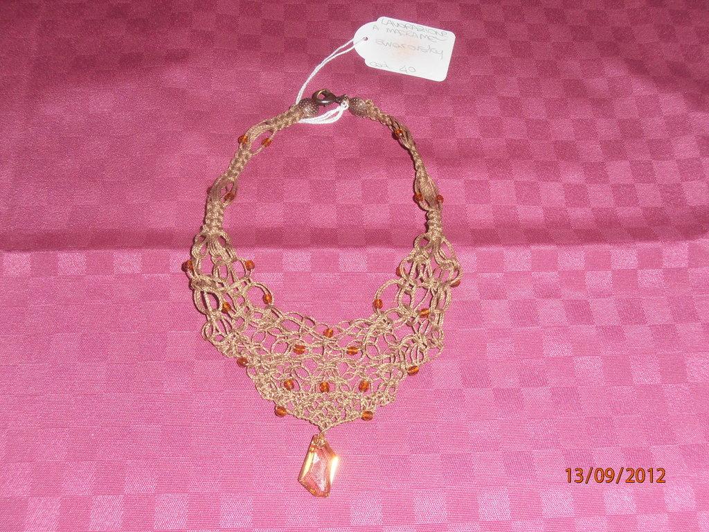 C18 Girocollo elegante macramè e swarovsky----macramè elegant necklace with swarovsky