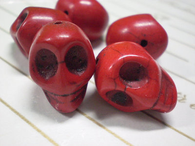 5 Perline Teschi Pietra Sintetica ROSSO