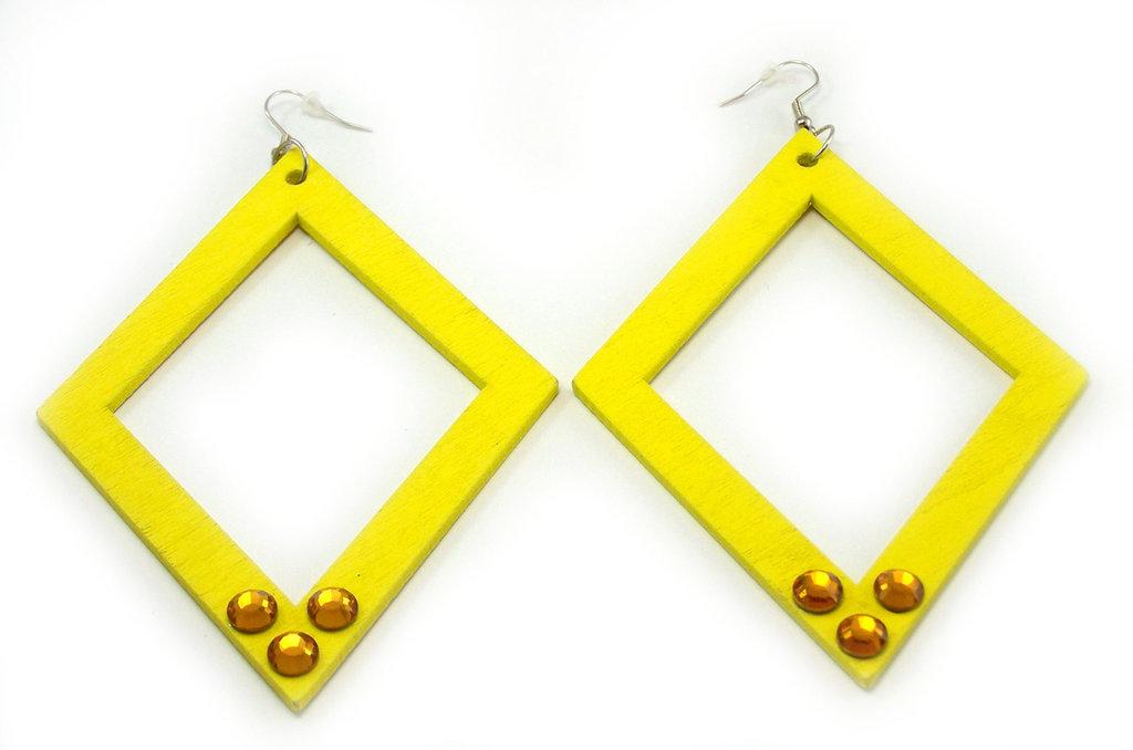 Orecchini fatti a mano in legno colorato di giallo neon e strass Swarovsky
