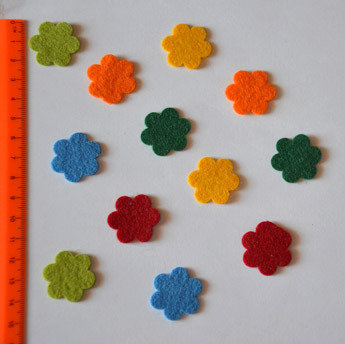 Fiorellini in feltro modellabile