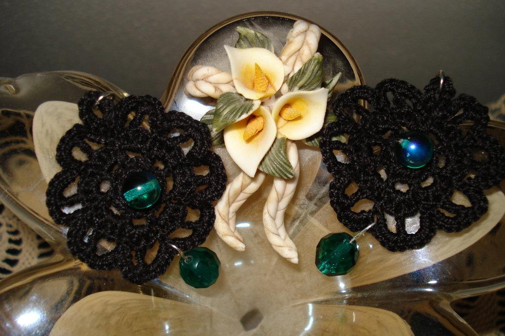 orecchini in cotone neri e verdi