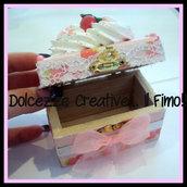 Mini Scatola in legno Con panna, fragole nastri ecc