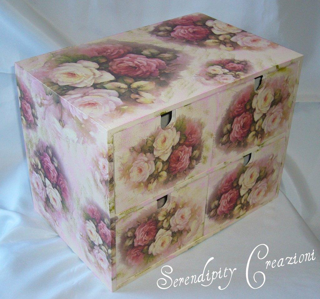Cassettiera in legno decoupage per la casa e per te decorare ca su misshobby - Decoupage su mobili in legno ...