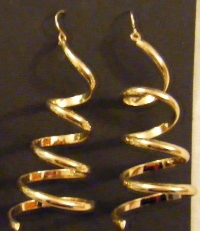 orecchini lunghi in metallo dorato