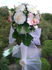 bouquet di rose bianche e orchidee